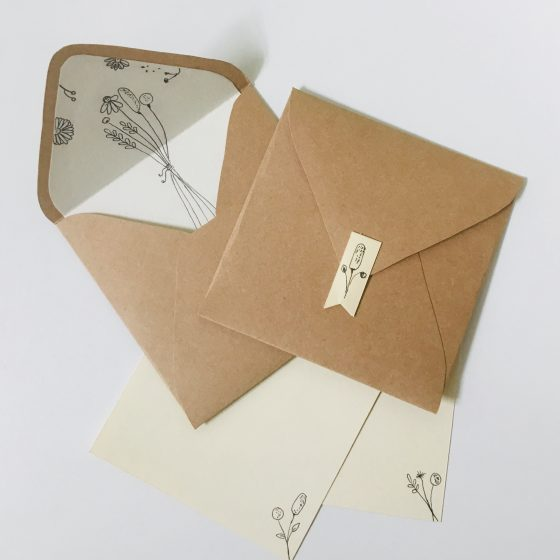 Envelopes e papéis de carta